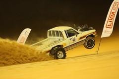 adu-cepat-mobil-naik-bukit-pasir